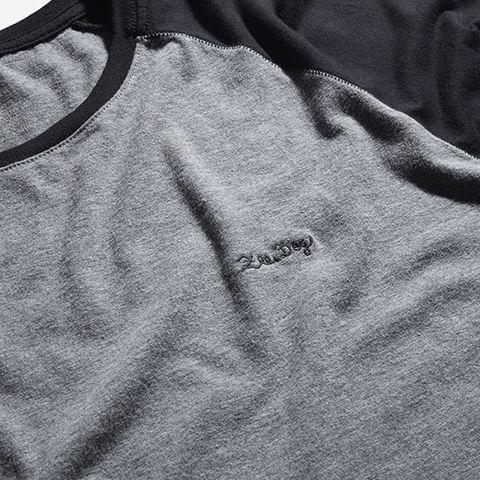 roupas-camisa-raglan-heritage-logo-preto-zeedog-human-hover